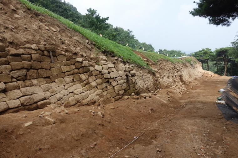 부여 가림성 북성벽 전경.jpg